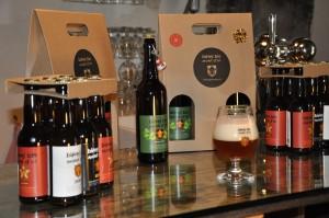 les Bouteilles Bières Bio Mont d'Or et ses verres de dégustation .